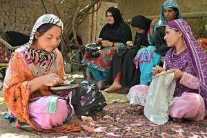اتباع افغانستانی در ایران چگونه میتوانند از حق و حقوق خود دفاع کنند ؟