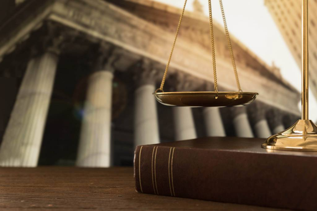 بررسی حاکمیت قانون در حقوق داخلی و حقوق بین الملل