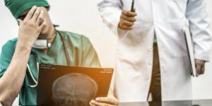 شرایط و مراحل دقیق شکایت از پزشک به دلیل خطای پزشکی 1400